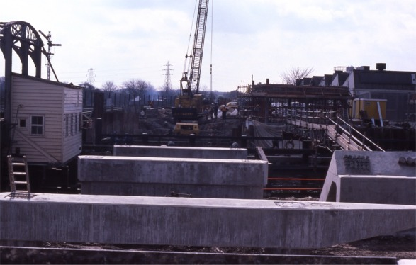 02_Bridge_substructure_construction_April_1986s