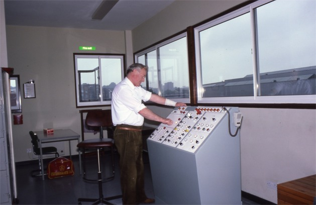 05_New_bridge_control_room_July_1987s